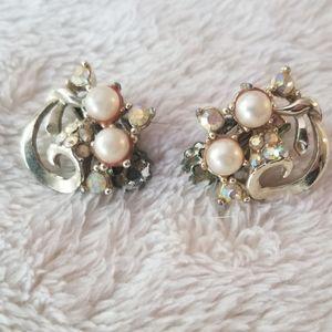 True Vintage pearl & rhinestone clip on earring